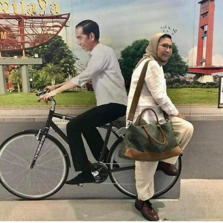 Viral Foto Membonceng Jokowi Naik Sepeda Ini Kata Ratna Sarumpaet