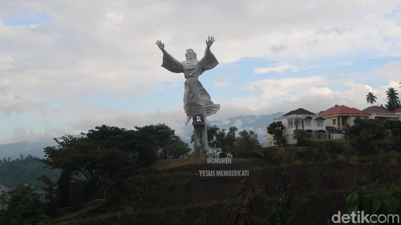 Monumen Yesus Memberkati (Bonauli/detikTravel)