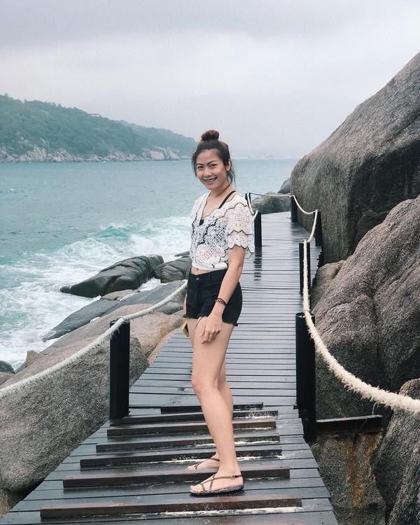Di sela-sela padatnya jadwal latihan, gadis kelahiran 1994 ini sempat liburan ke Ko Nang Yuan, sebuah pulau cantik di Thailand. (Instagram/@thatdao_naldo)