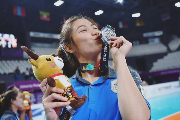 Inilah Thatdao Nuekjang, pemain bernomor punggung 4 di timnas voli putri Thailand. Thatdao turut andil dalam menyumbangkan medali perak di ajang Asian Games 2018. (Instagram/@thatdao_naldo)
