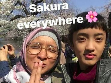 Di sela-sela kesibukannya, Duta masih menyempatkan waktu buat keluarga. Salah satunya dengan traveling bareng. Seru! (Foto: Instagram/ @indonyuniartz)