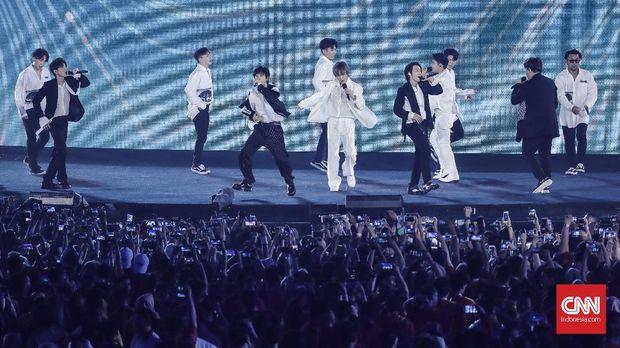 Aksi Super Junior saat Asian Games 2018.