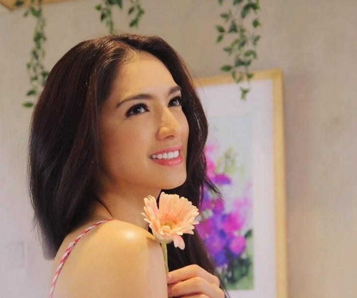 Angel Karamoy adalah seorang aktris Indonesia yang lahir pada tanggal 16 Januari 1987 di Manado, Sulawesi Utara. Saat ini Angel Karamoy tengah digosipkan dekat dengan seorang sutradara tanah air. (instagram/realangelkaramoy)