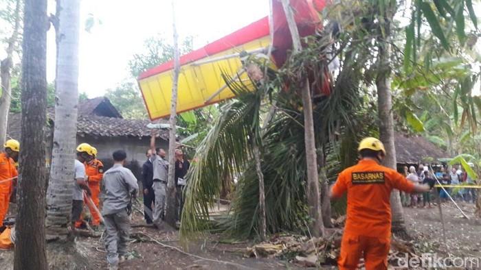 Pesawat latih jatuh di Gunungkidul. (Foto: Dok Basarnas DIY)