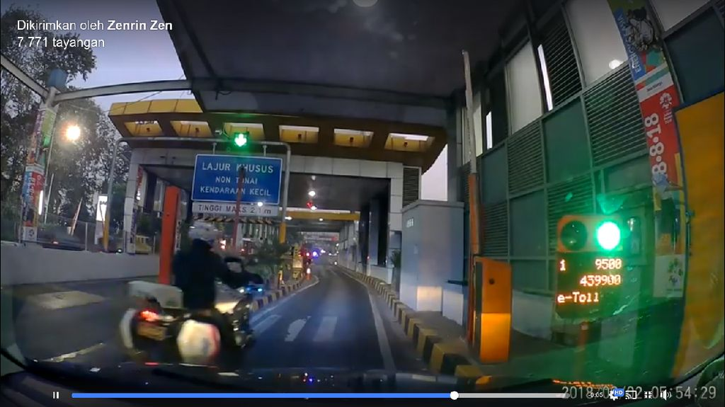Viral Polisi Naik Moge Serobot Pemobil di Gerbang Tol, Bolehkah?