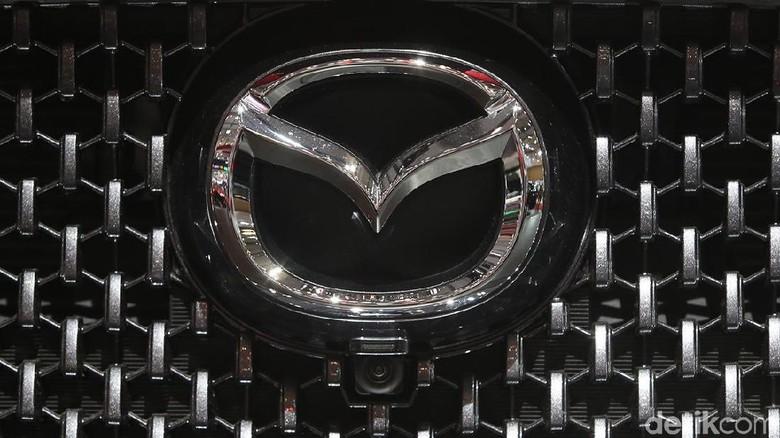 Logo Mazda Foto: Ari Saputra
