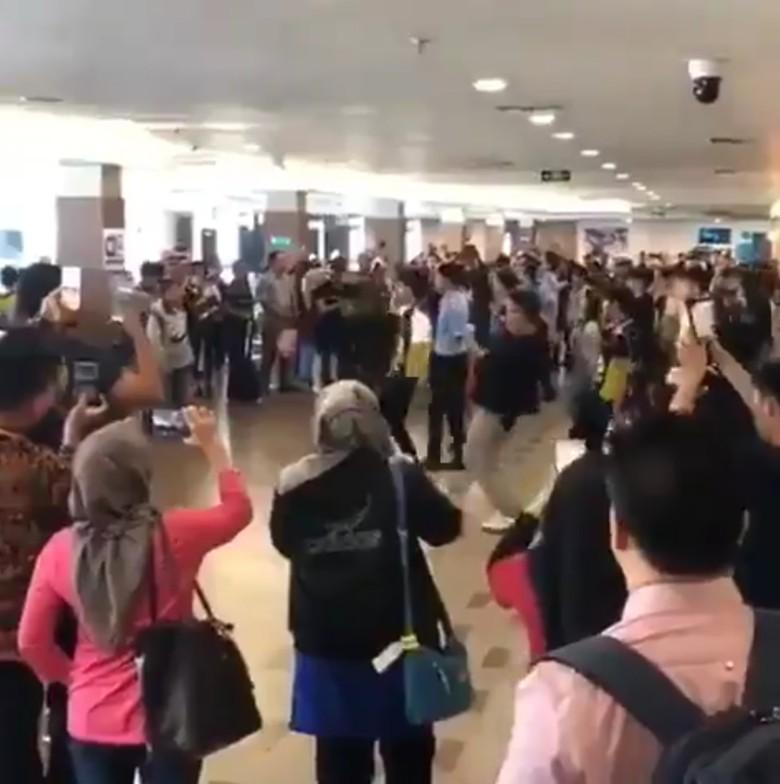 Viral Flashmob Asian Games di Bandara Disangka Atlet, Ini Faktanya