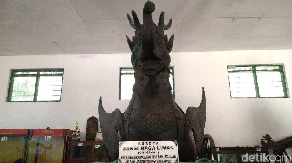 Kereta Kuno Simbol Kebhinnekaan di Cirebon