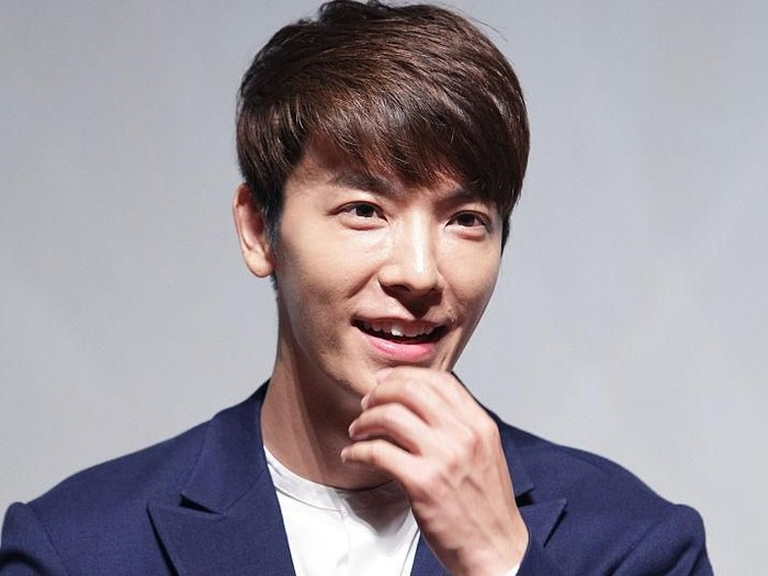 SEOUL, SOUTH KOREA - AUGUST 17:  Donghae of Super Jonior attends the Q&A session for media at the SMTOWN Coexartium on August 17, 2015 in Seoul, South Korea. S.M. Entertainment is one of the largest South Korean entertainment companies, operating multiple aspects of entertainment industry including celebrity management, music production, film production etc.  (Photo by Chung Sung-Jun/Getty Images)