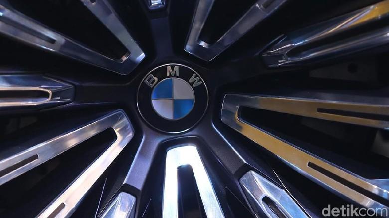 Logo BMW Foto: Ari Saputra