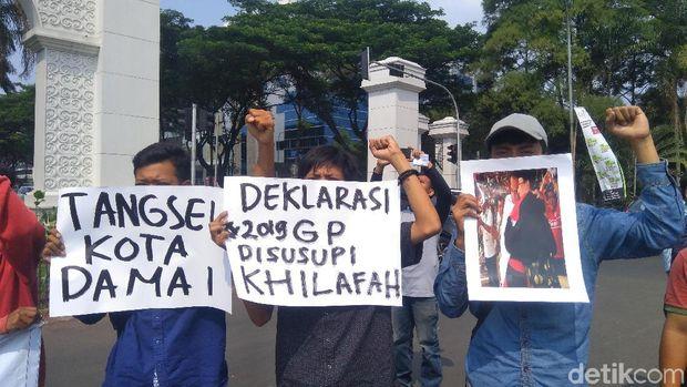 Mahasiswa di Tangerang Selatan demo tolak aksi 2019GantiPresiden.