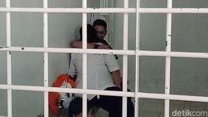 Penampakan Dhawiya Saat Ditangkap dan Deretan Barang Bukti Narkoba