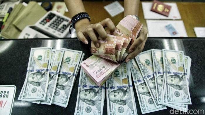 Nilai tukar dolar Amerika Serikat (AS) siang ini sudah menembus Rp 14.930. Dolar AS bergerak di level Rp 14.820-14.933 hari ini.