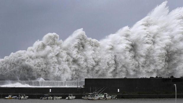 Topan Michael Siap Terjang AS, Badai Terburuk pada Dekade Ini