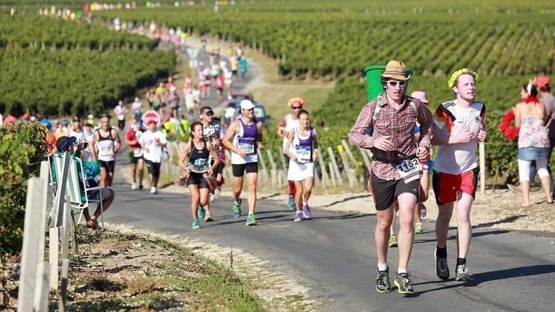 Foto: Marathon du Medoc, lomba lari unik di Prancis (AFP)