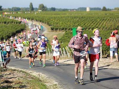 Lomba Lari Unik di Prancis, Lewat Kebun Anggur & Sambil Minum Wine