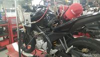 Buat Touring, Lebih Enak Pakai Motor Karburator atau Injeksi?