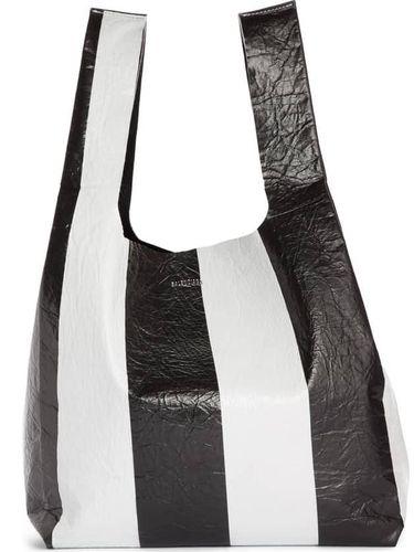 Tas kulit terbaru Balenciaga ini dijual Rp 18 juta.