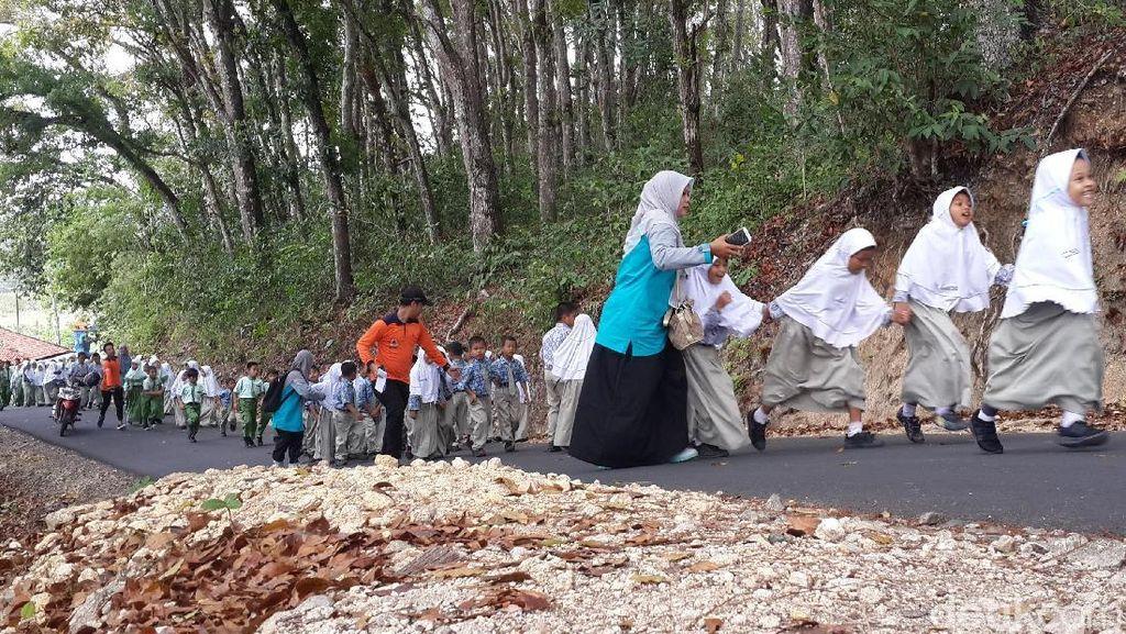 Simulasi Tsunami di Pacitan Diikuti Ratusan Pelajar