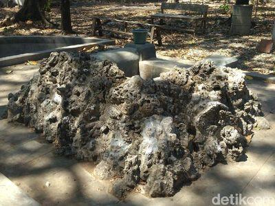 Foto: Mitos Su   mur Penawar Jomblo di Cirebon