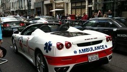Ketika kamu butuh pertolongan medis, ambulans jadi sarana yang bisa memberi pertolongan awal. Nah bagaimana reaksi kamu kalau dijemput oleh ambulans unik ini?