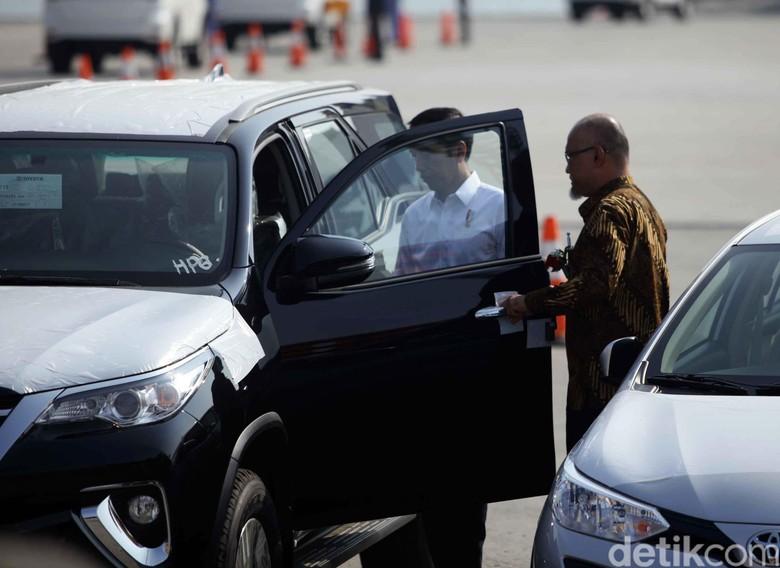 Jokowi saat menghadiri seremoni ekspor 1 juta unit mobil Toyota. Foto: Pradita Utama