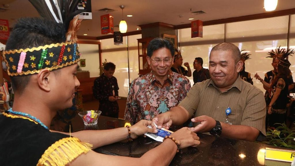 Bank Mega Meriahkan Hari Pelanggan Nasional