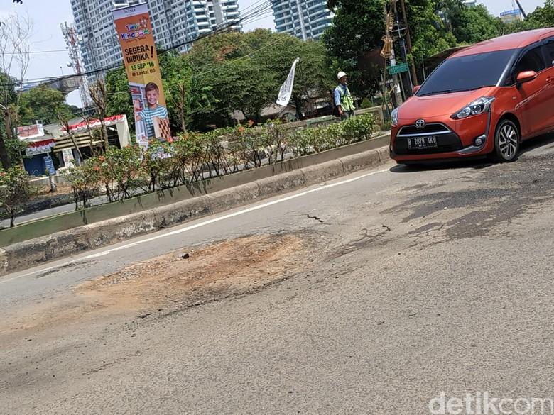Ilustrasi Jalanan Berlubang Foto: Ridwan Arifin
