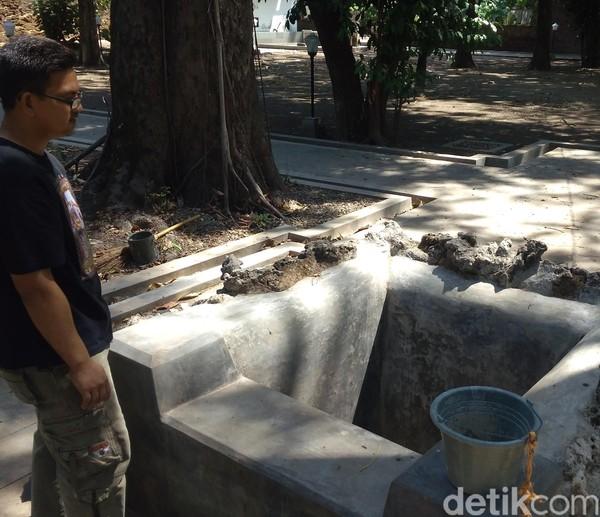 Sumur Penganten merupakan peninggalan sejak zaman Wali Songo. Hingga kini Sumur Penganten masih digunakan untuk Ritual Panjang Jimat, pembersihan pusaka keraton (Sudirman Wamad/detikTravel)