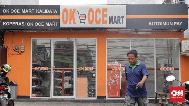 Gerai OK OCE Mart yang tutup karena tidak mampu membayar sewa lahan, di Jalan Warung Jati Barat, Kalibata, Jakarta, Rabu, 5 September.