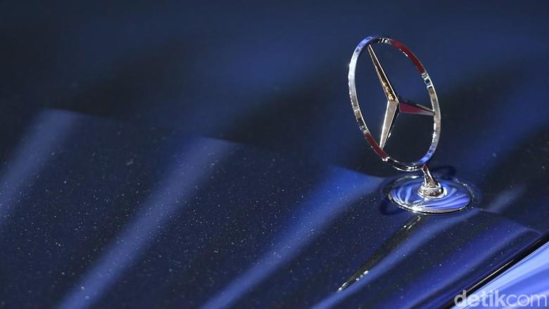 Mercedes-Benz. Foto: Ari Saputra