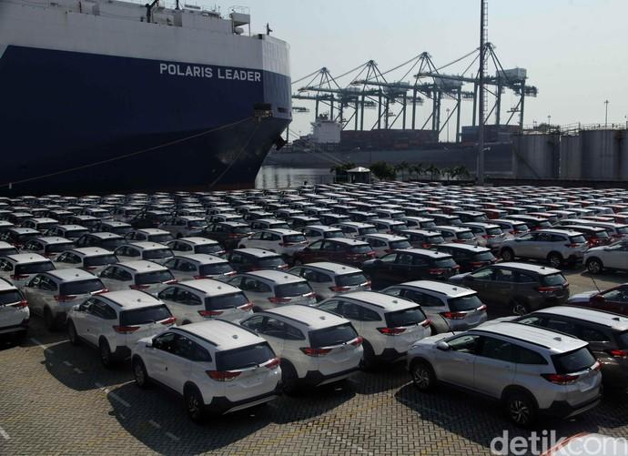 Penampakan Mobil Toyota Siap Ekspor di Pelabuhan