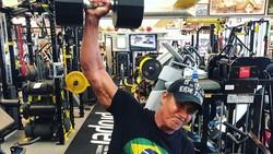 Sylvester Stallone adalah aktor Amerika yang terkenal karena perannya dalam film laga, salah satunya adalah serial Rambo.
