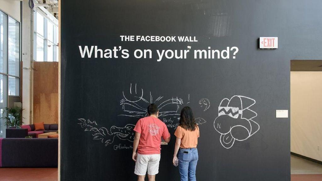 Karyawan Facebook Diminta Pura-pura Bahagia?