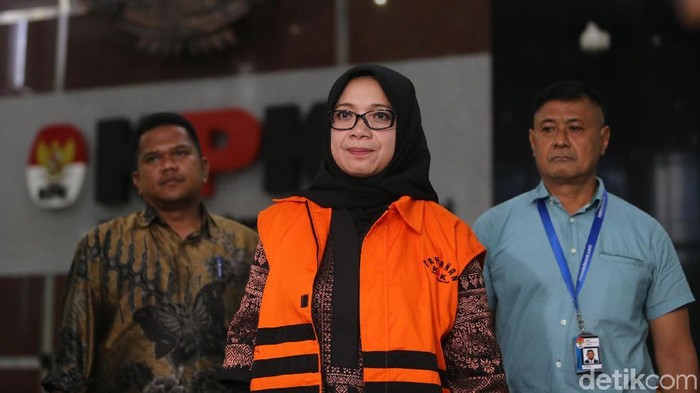Eni Maulani Saragih menjalani pemeriksaan di KPK (Foto: Ari Saputra/detikcom)