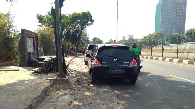 Trotoar di Jalan TB Simatupang, Cilandak, Jaksel