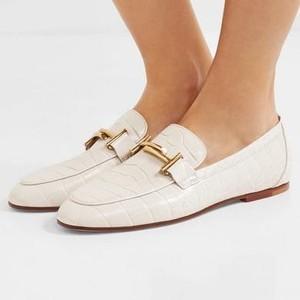 6 Tips Merawat Sepatu Kulit agar Tahan Lama