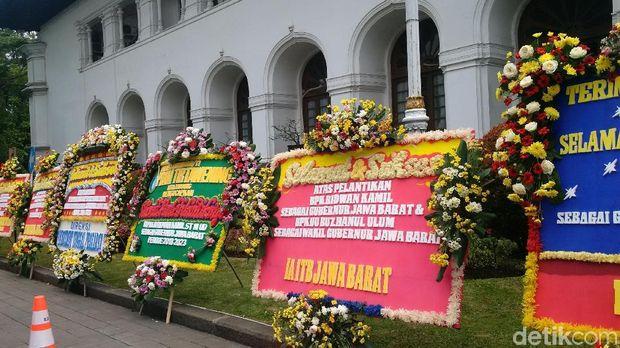 Karangan Bunga untuk Ridwan Kamil-Uu Mulai Banjiri Gedung Sate