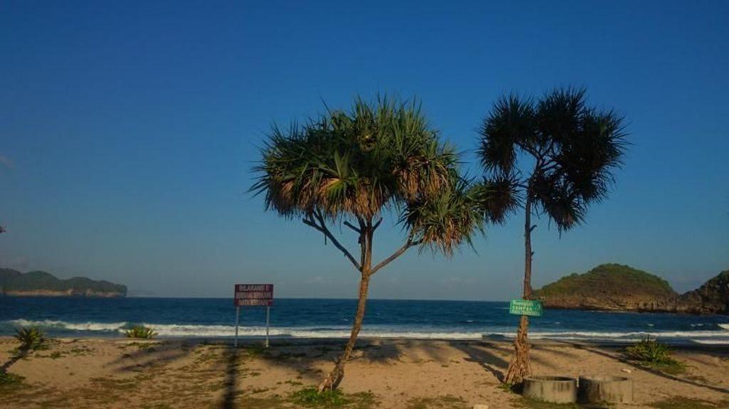 Pantai Tersembunyi yang Menawan di Pacitan