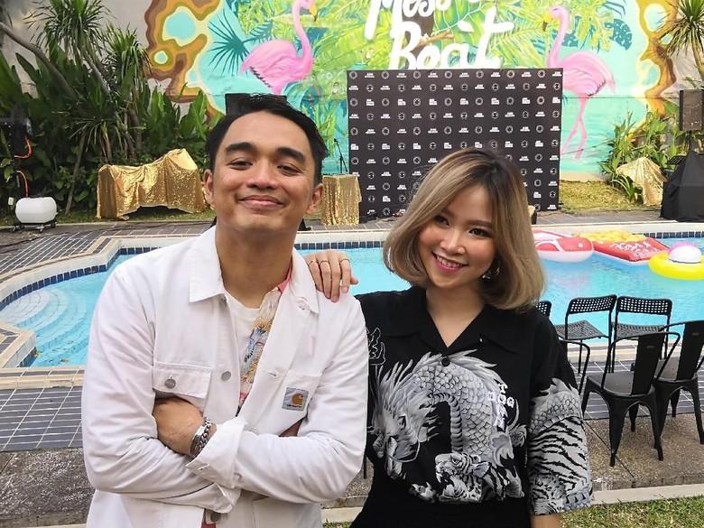Setelah Berkolaborasi dengan Dipha Barus, Monica Karina Lepas Skin to Skin