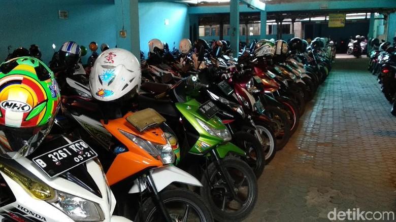 Penitipan motor di Bekasi Foto: Luthfi Anshori