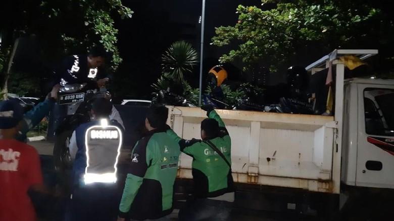 Parkir Liar di Depan Mal Ambasador, 10 Ojol Diangkut Dishub