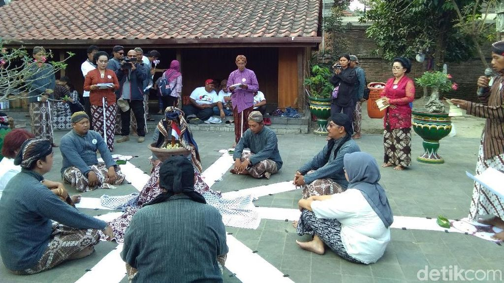 Di Makam Pendiri Mataram, Sajojo Doakan Jokowi Presiden Lagi
