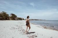 Pantai di San Juan jadi destinasi pilihan Mika. Sebagai negara kepulauan, Filipina memang punya banyak pantai cantik. (Instagram/@reyesmikaaa)