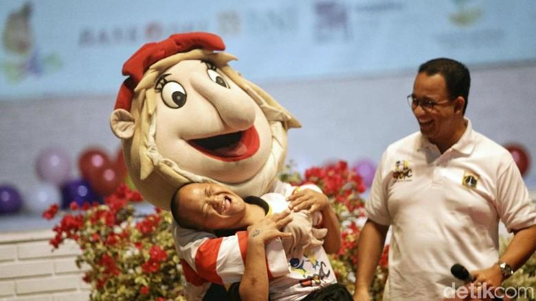 Gubernur DKI Jakarta Anies Baswedan hadir dalam peringatan Hari Anak Nasional di Dunia Fantasi (Dufan) Ancol. Mereka tampak senang bisa menjajal berbagai wahana.
