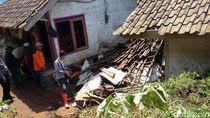 Longsor Timpa 2 Rumah di Tasikmalaya, Penghuni Sempat Terjebak