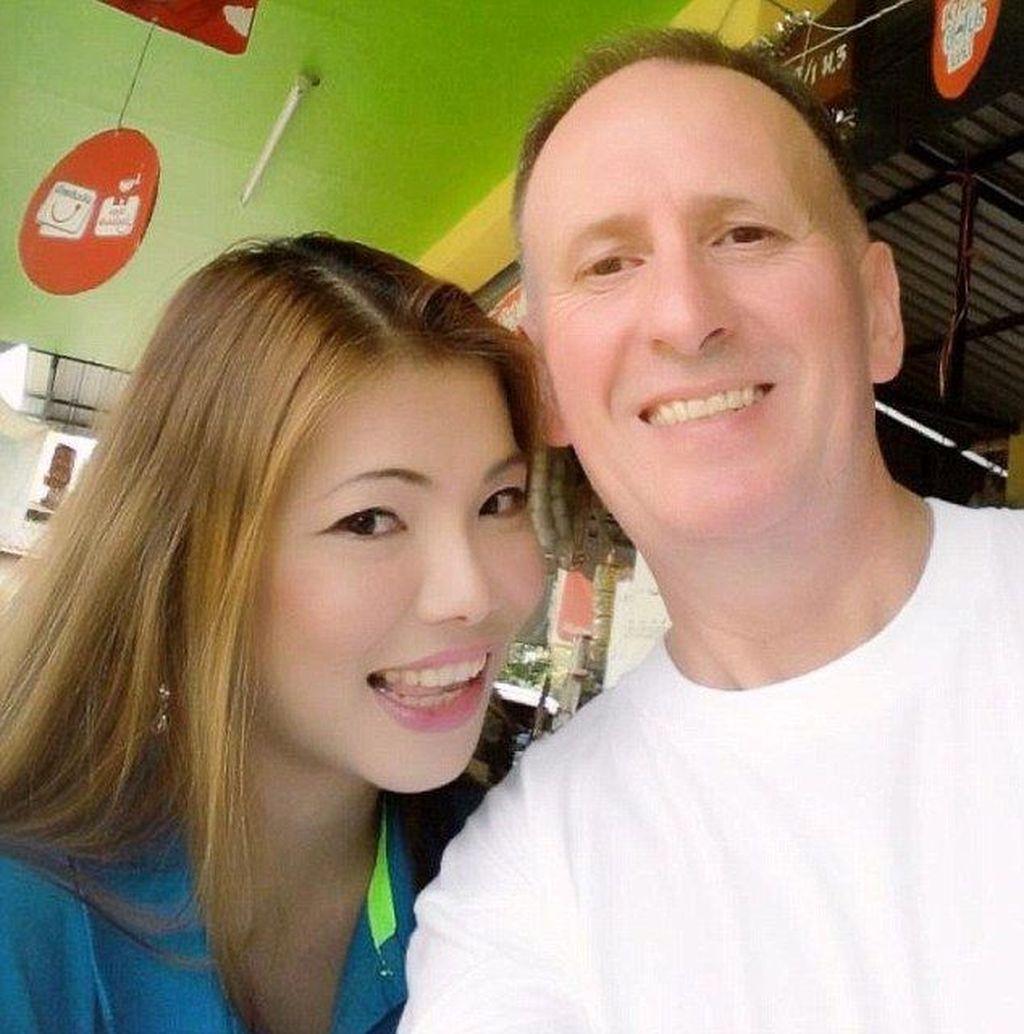 Dia adalah Woranan Ratrawiphukkun, wanita usia 40 tahun yang telah berpacaran selama 7 tahun dengan Vern Unsworth. (Foto: Daily Mail)