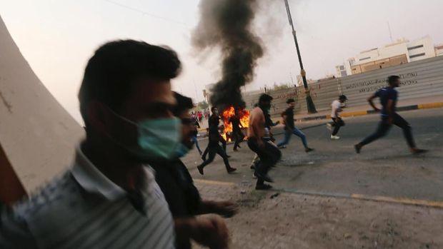 Satu luka, Lima Luka dalam Protes Air Bersih di Basra, Irak.