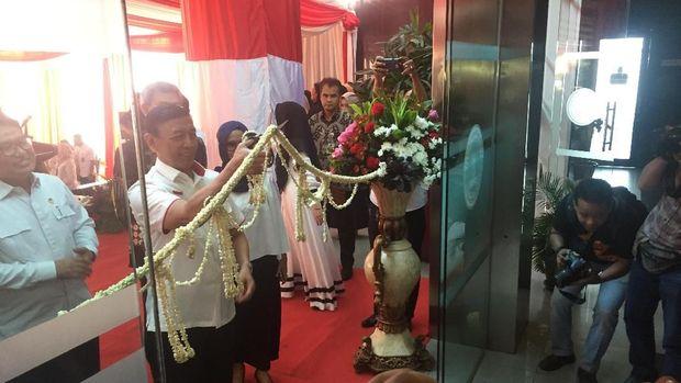 Wiranto meresmikan Gedung LPSK baru.