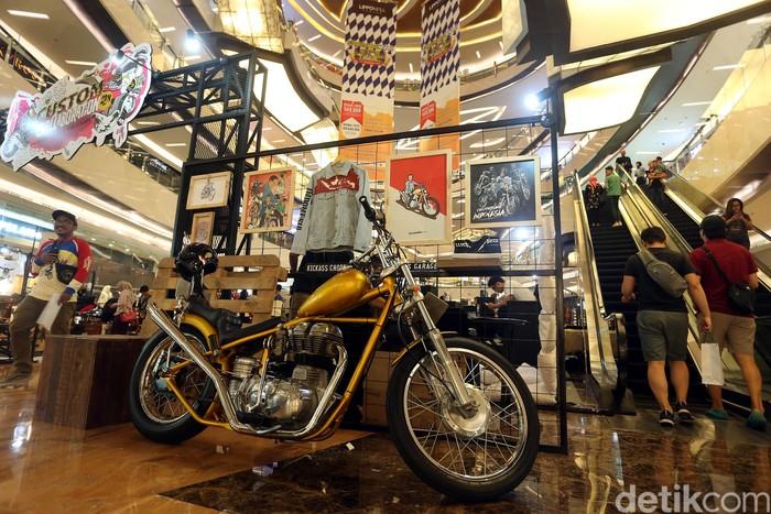 Costum Collaboration digelar di Lippo Mall Kemang, Jakarta Selatan pada 6-9 September 2018. Replika motor chopper Presiden Jokowi turut dipamerkan.